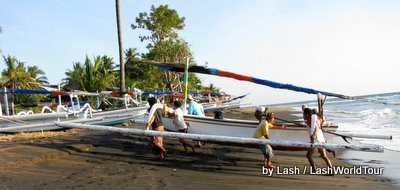 fishermen returning jukung to beach- Amed