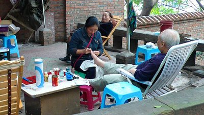 life in sHANGHAI -Old Neighborhood streets- pedicure