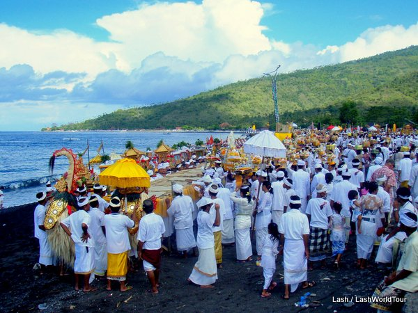 Balinese ceremony in Amed