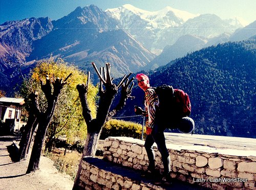 Lash hiking Annapurna Circuit- Nepal Himalayas- travel safely
