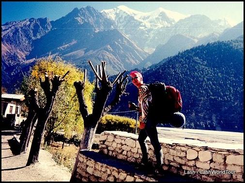 Lash hiking Annapurna Circuit