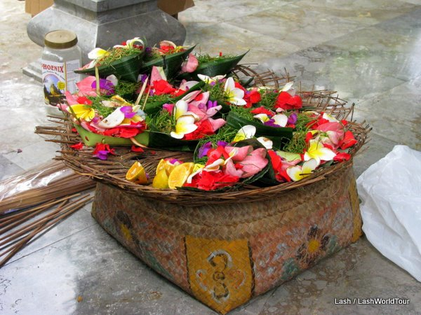 balinese ceremonies-daily offerings