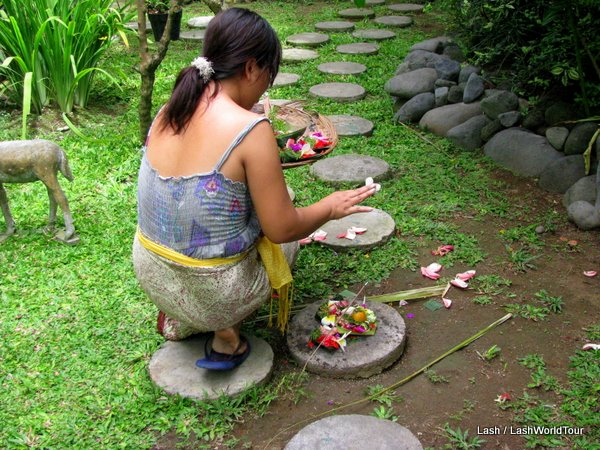 Balinese woman- daily offerings