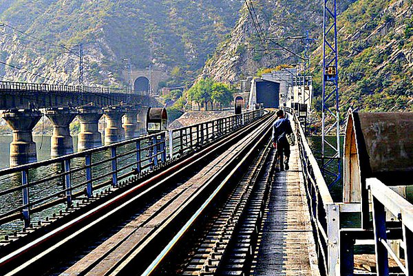 train tunnels China