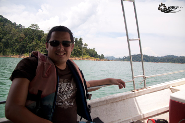 travel interview- Ilya Houben- Wonderful Malaysia-lake-kenyir-boat-trip