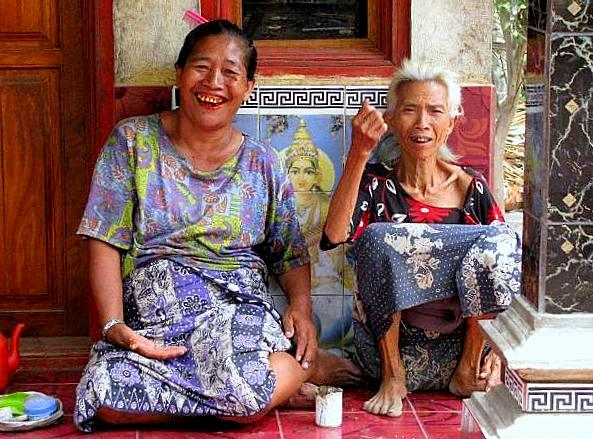 Balinese women -North Bali