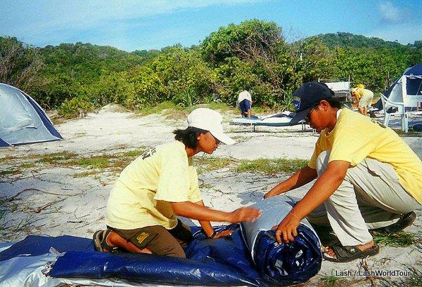 Thai staff pitching tents - Survivor Thailand