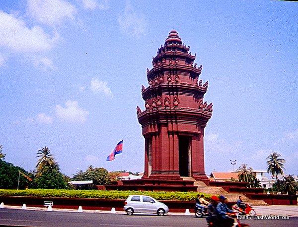 Statue in Phnom Phen
