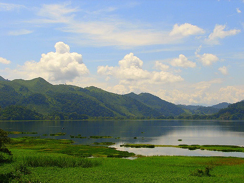 Lake Yojoa - Honduras - photo by Aaron Ortiz on Flickr CC