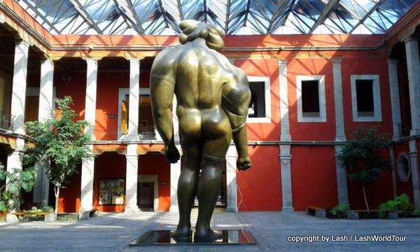 courtyard of Museo Jose Luis Cuevas and his famous La  Giganta statue