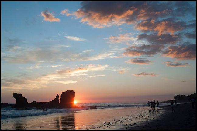 El Tunco Beach - photo by HELIOS on Flickr CC