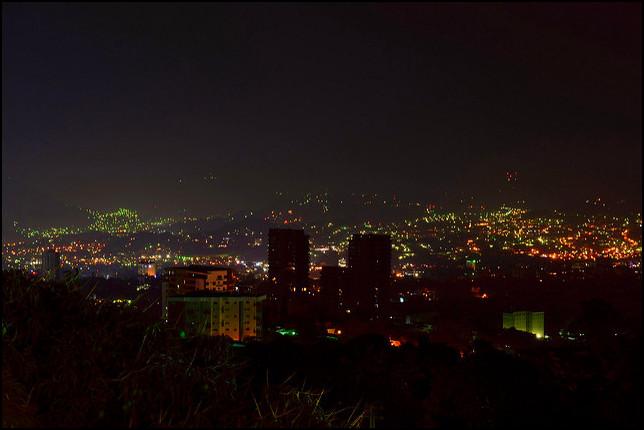 San Salvador at night - photo by Rene Manorga