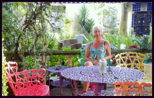 relaxing in the garden at Juayua - El Salvador