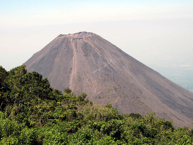 Volcan Izalgo - photo by D-Stanley on Flickr CC
