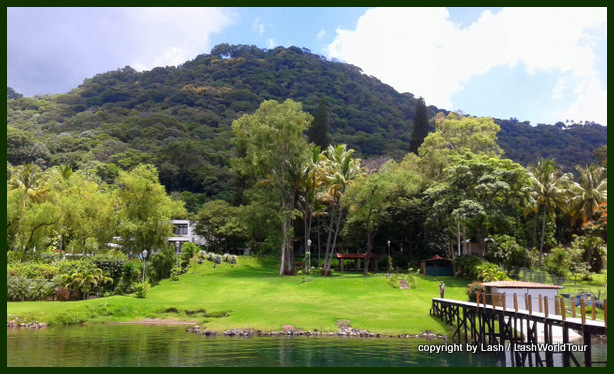 wealthy home & property at Lake Coatepeque