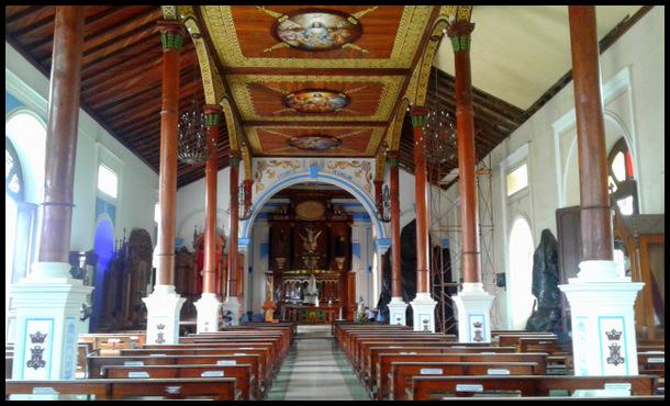 interior of Iglesia Xalteva - Granada - Nicaragua