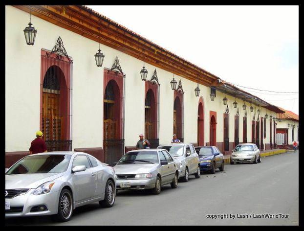 beautiful colonial buildings in Leon